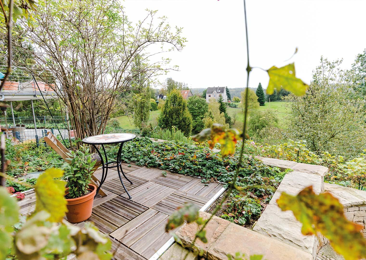 Link zur Bilddatei: menke_galabau_bochum_galeriebild_terrassen_verweilorte_terrasse_holz